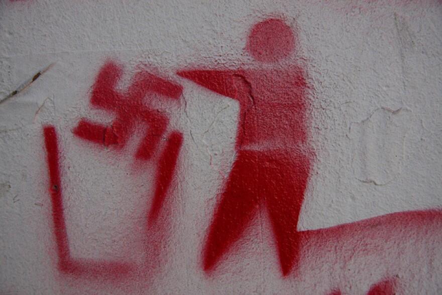 swatiska_spray_paint.jpg