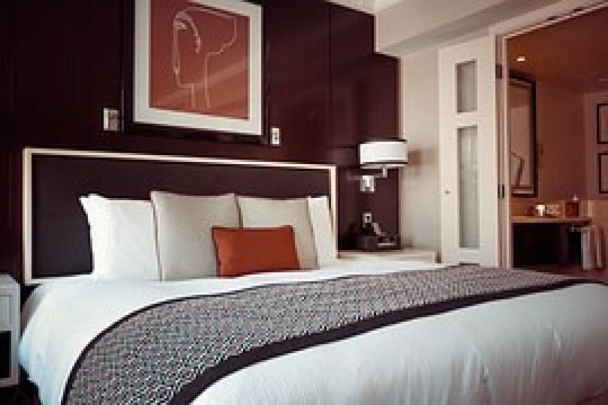 hotel-room-1447201__180.jpg
