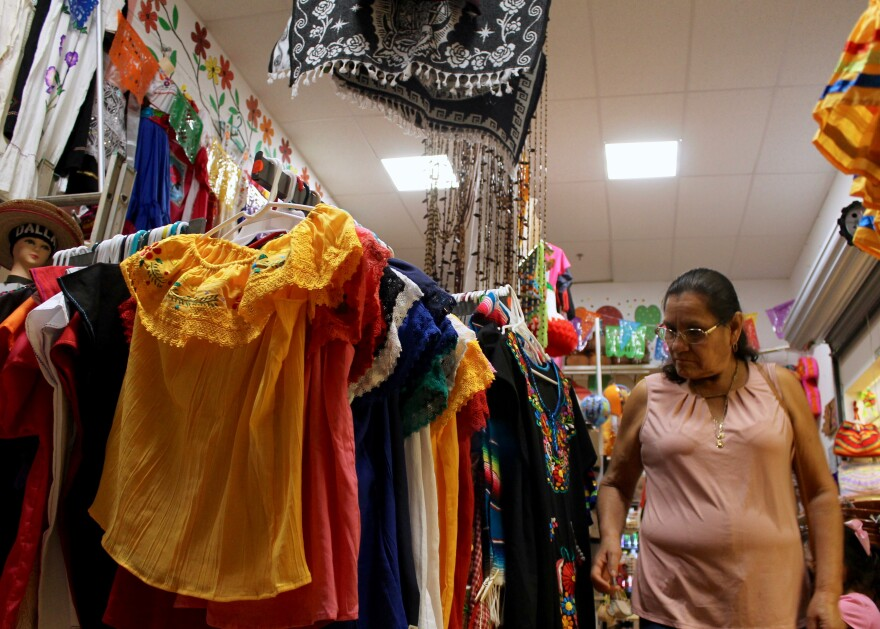 Plaza Garland is home to an indoor marketplace where mariachi bands play regularly and merchants sell everything from Mexican ice cream and custom-made piñatas to gold jewelry and handmade toys.