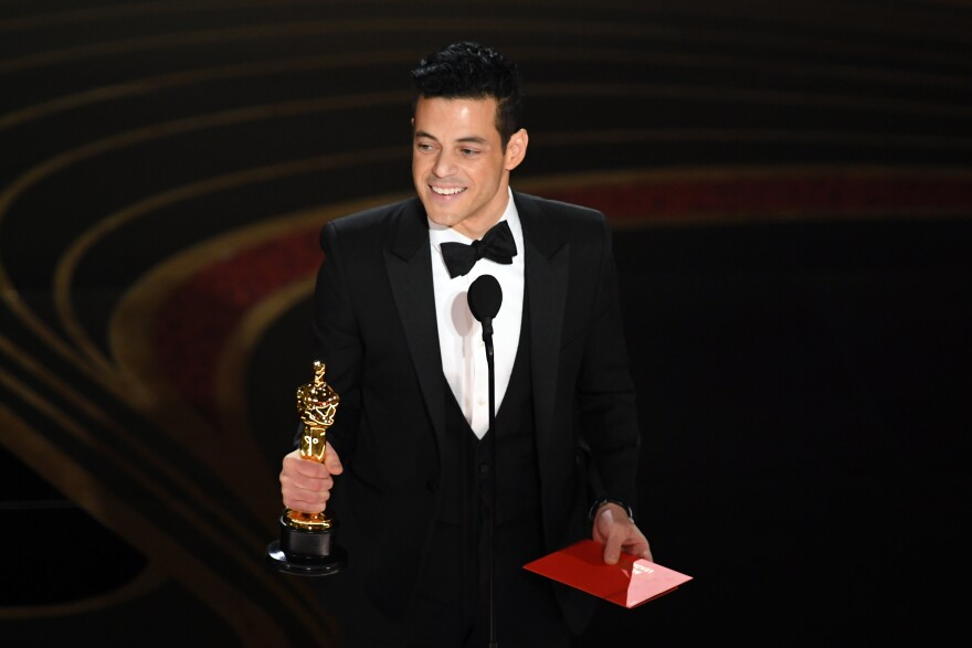 Rami Malek accepts the Academy Award for actor in a leading role for his performance in <em>Bohemian Rhapsody.</em>