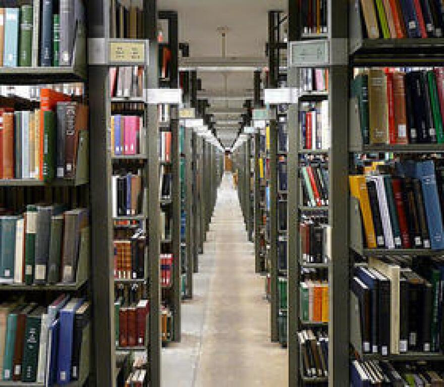 Higher_Ed_bookshelves_credit_creative_commons_0.jpg