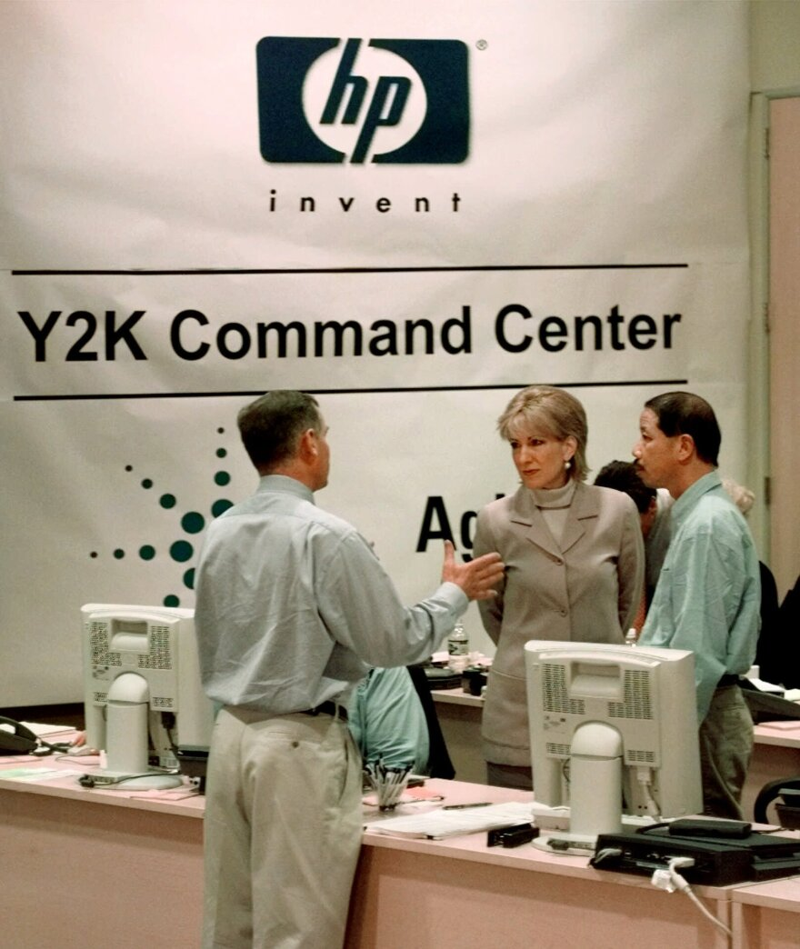 Hewlett Packard CEO Carly Fiorina, center, gets a tour of the Y2K Command Center at HP headquarters, Dec. 31, 1999, from Bernard de Valence, general manager of HP Worldwide Y2K Program Office, left, and Carson Kan, Y2K operations manager.