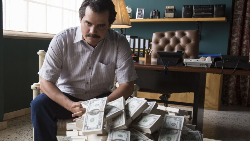 Brazilian actor Wagner Moura looks so much like Colombian smuggler Pablo Escobar that Netflix's <em>Narcos</em> uses footage and photos of the real Escobar to heighten the show's realism.