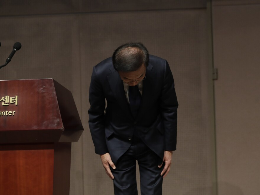 Kinam Kim, president and CEO of Samsung's Device Solutions division, bowed in apology at a Friday news conference in Seoul, South Korea.