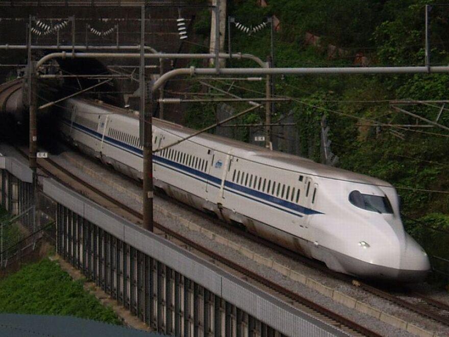 japanese_bullet_train__japan_central_railway__800px-JRC-TEC-N700.jpg