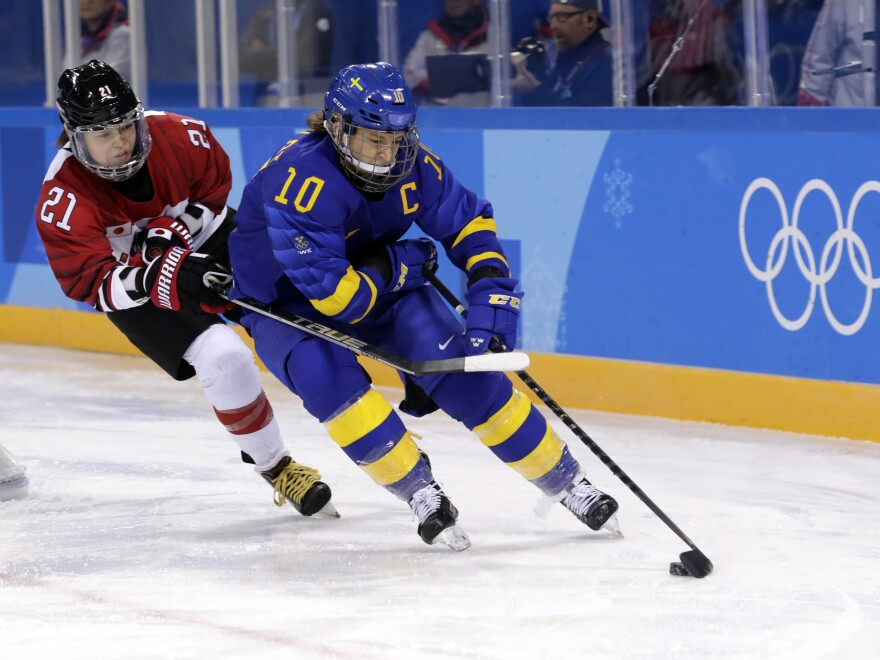 PYEONCHANG - Emilia Ramboldt (10), of Sweden, and Hanae Kubo (21), of Japan, battle for the puck during the second period of the preliminary round of the women's hockey game at the 2018 Winter Olympic Games. (Frank Franklin II/AP)