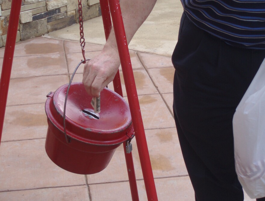Salvation Army  Bell Ringers 004.jpg