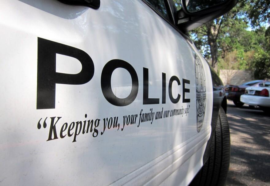 1-Austin_Police_Car_APD_by_Nathan_Bernier_(1).JPG