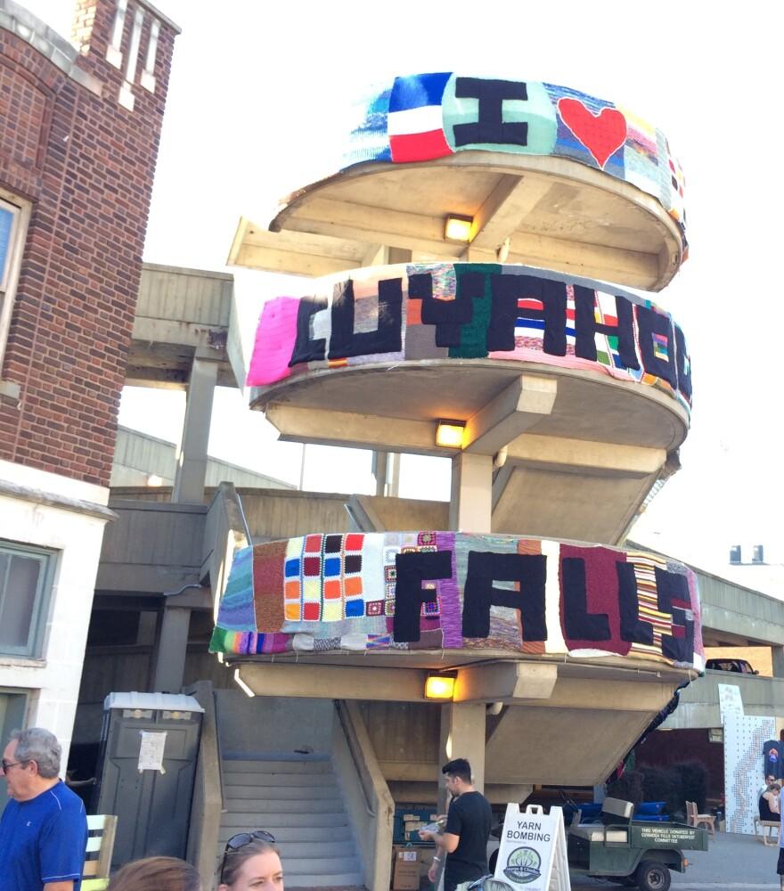 photo of Cuyahoga Falls yarn bomb