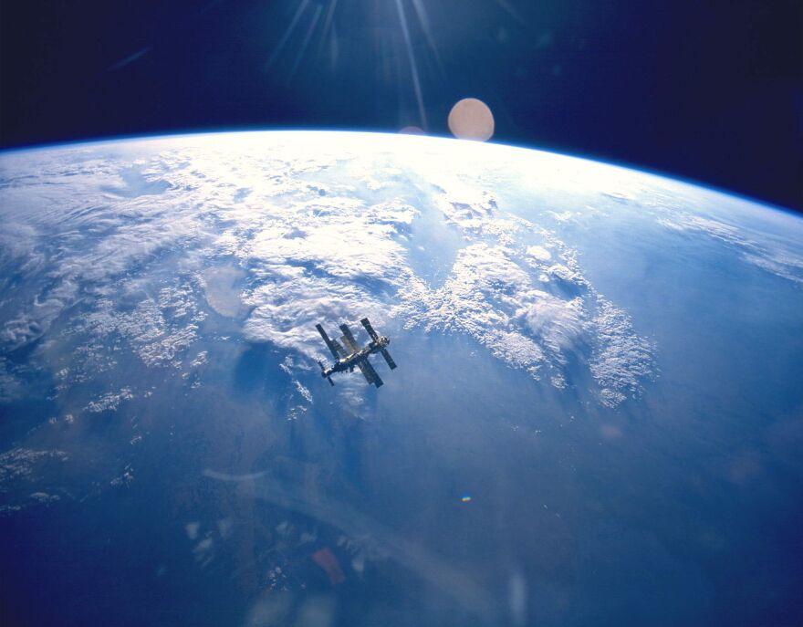 earth_space_mir.jpg
