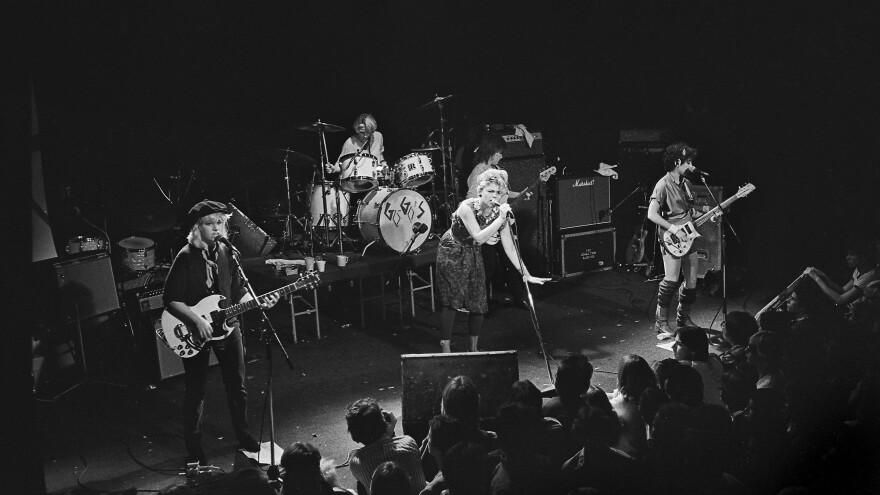 (L-R): Charlotte Caffey, Gina Schock, Belinda Carlisle, Kathy Valentine and Jane Wiedlin perform in 1981.