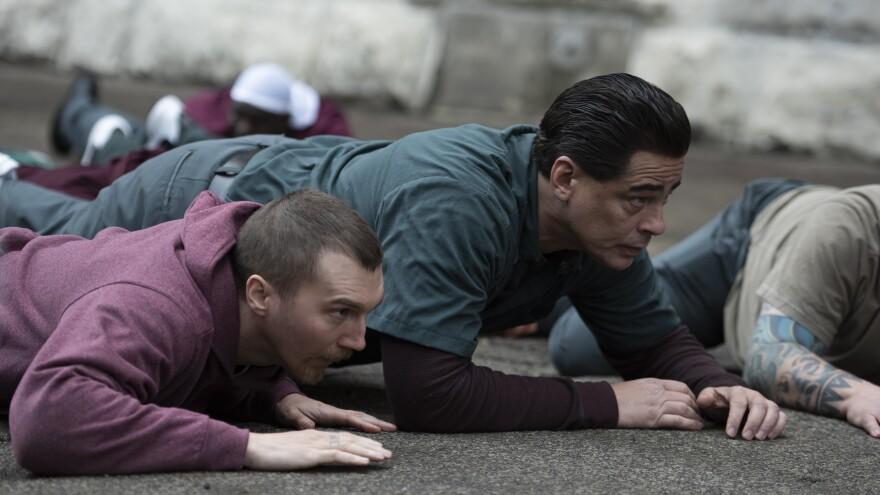 Paul Dano and Benicio del Toro play inmates David Sweat and Richard Matt in <em>Escape at Dannemora.</em>