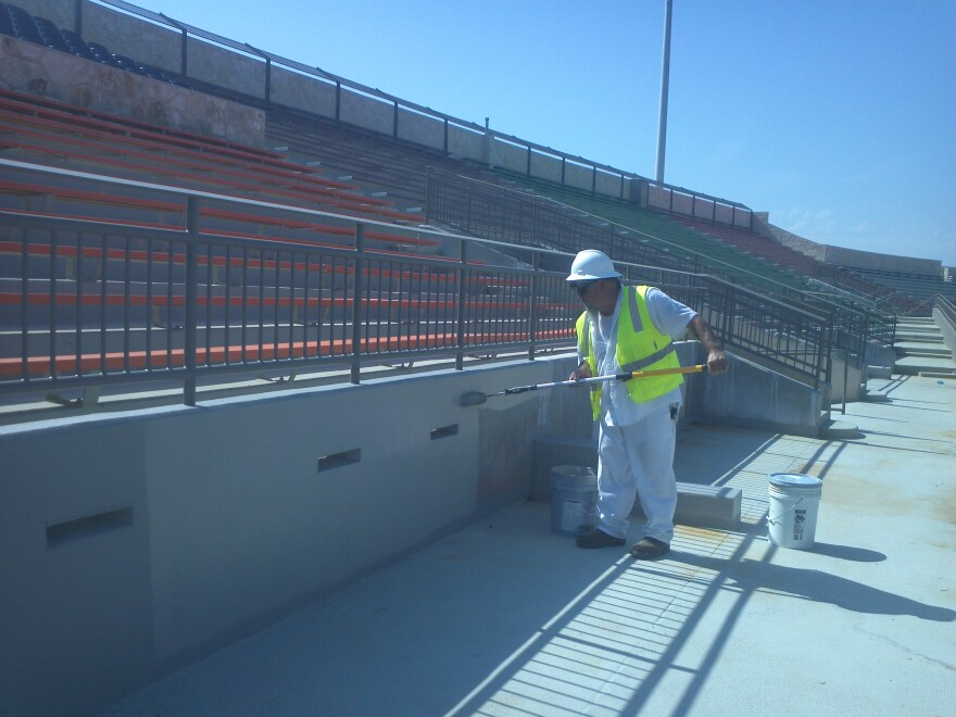 construction_alamo_stadium.jpg
