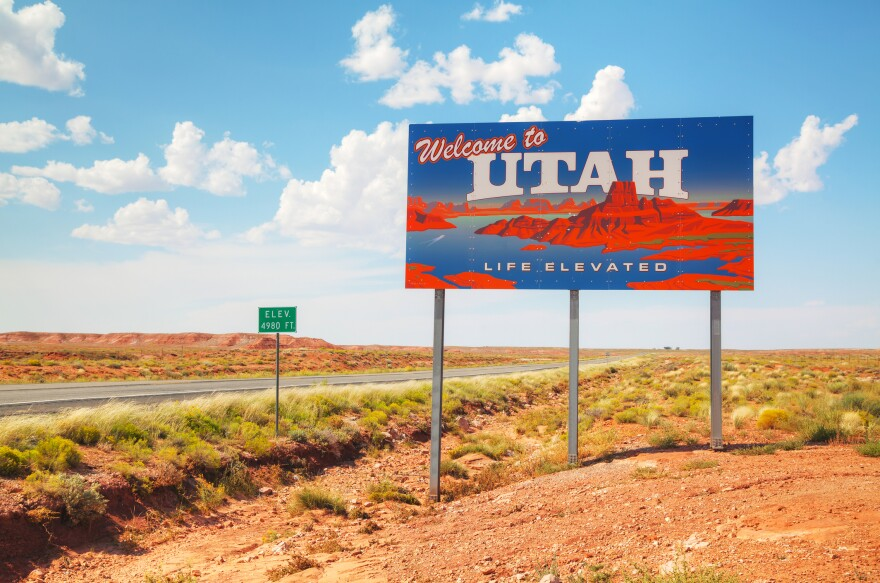 Photo of a welcome to utah sign