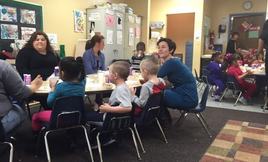 Lead Teacher, Amanda Looney (Left), fellow teachers, and kids gather at Twin Towers Head Start to eat lunch.