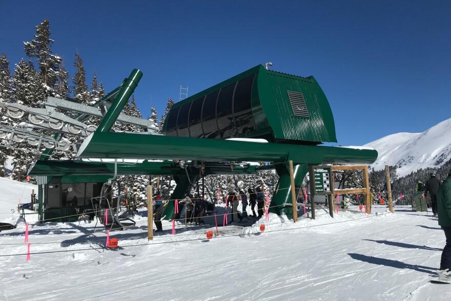 ski_lift_loading_20190315.JPG