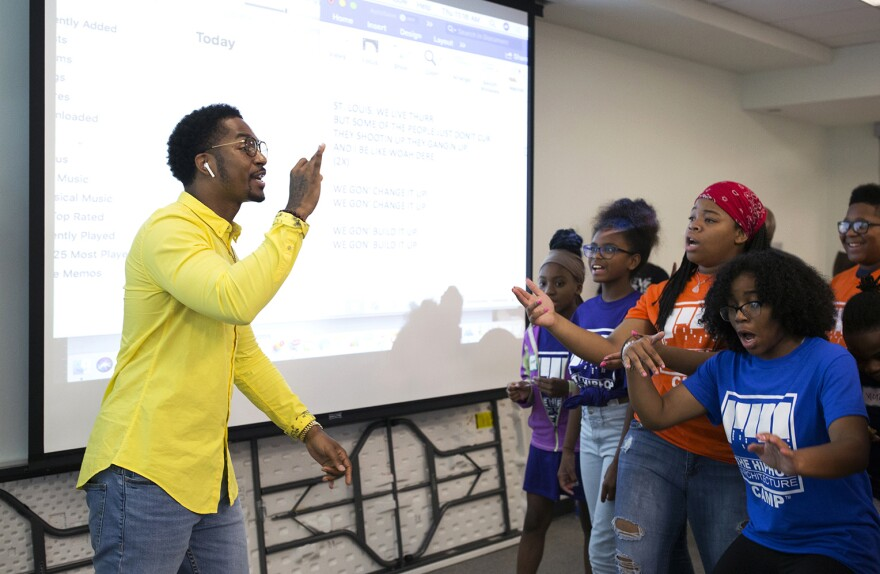 Chingy helps students with their rap song's hook.