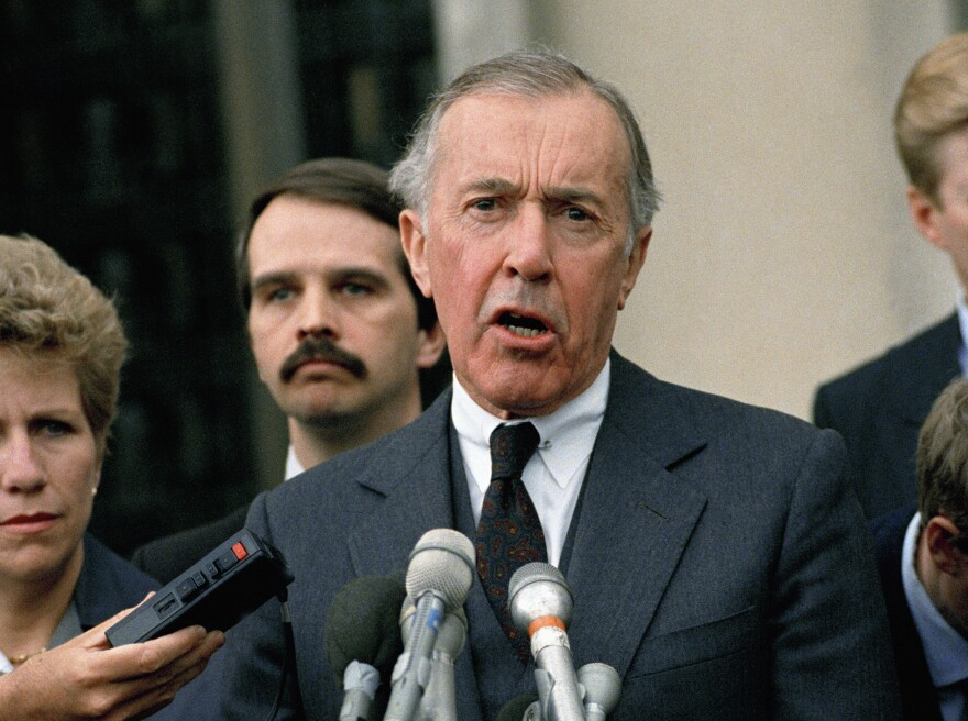 Iran-Contra special prosecutor Lawrence Walsh speaks to reporters in 1989.
