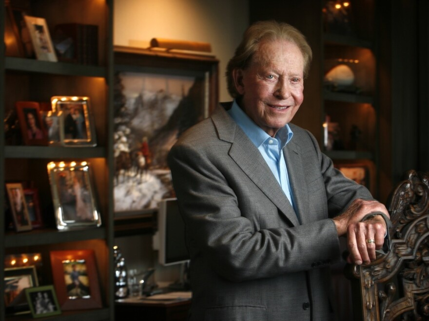 Dallas billionaire Harold Simmons, shown here in his office in 2007, has given Texas Gov. Rick Perry roughly $3 million over the past decade.