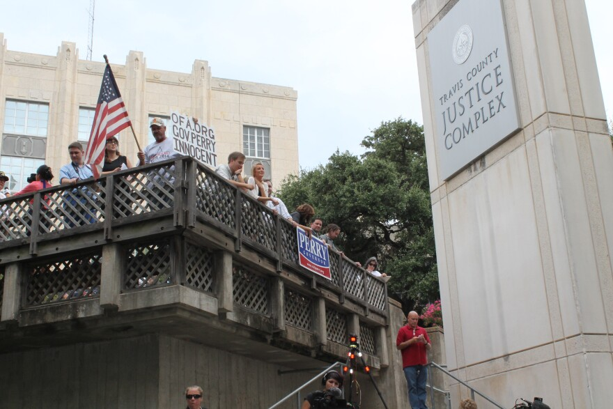 082014_perry_supporters_outside_jail_0.jpg