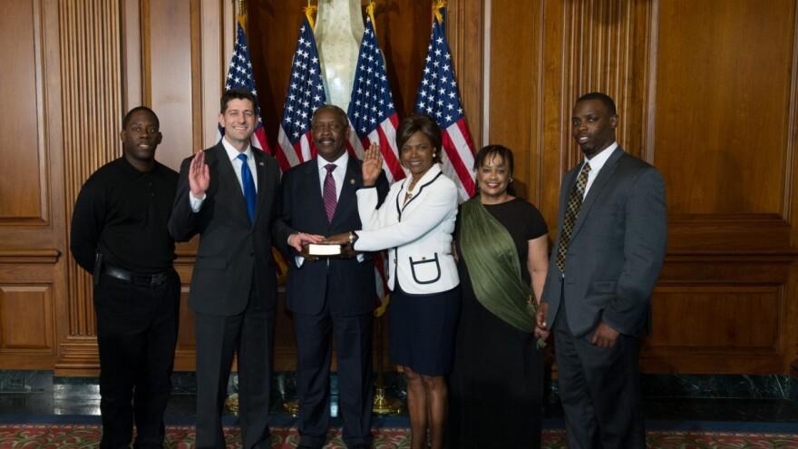 Val Demings getting sworn in as member of Congress