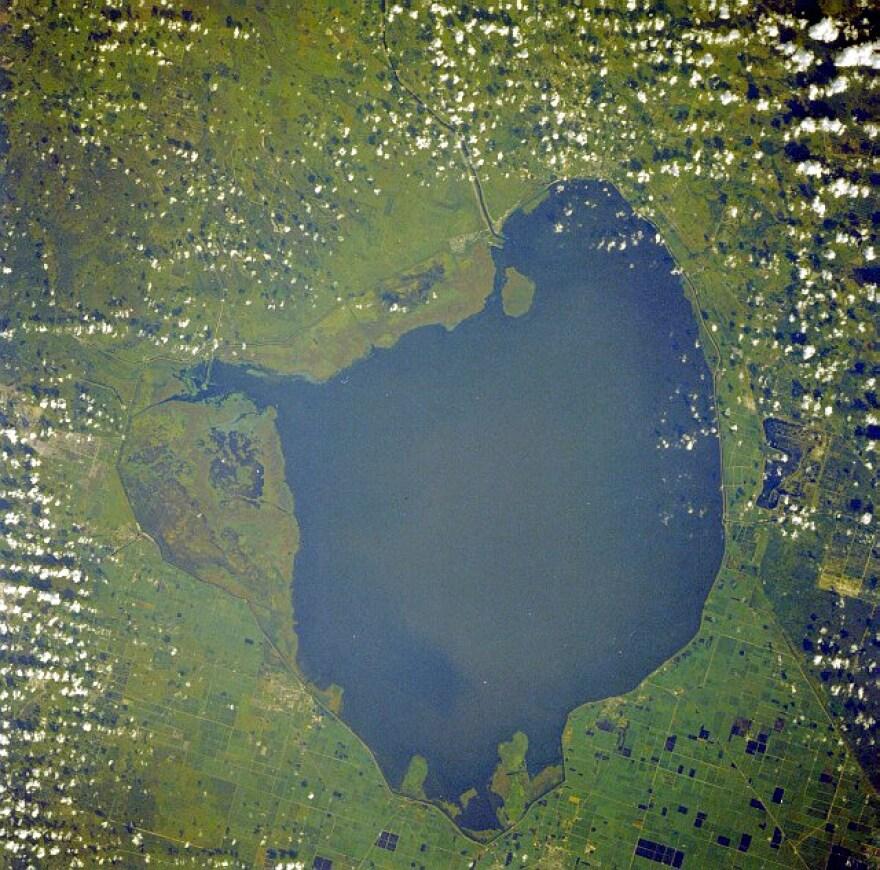 Okeechobee_lake_from_space.jpg
