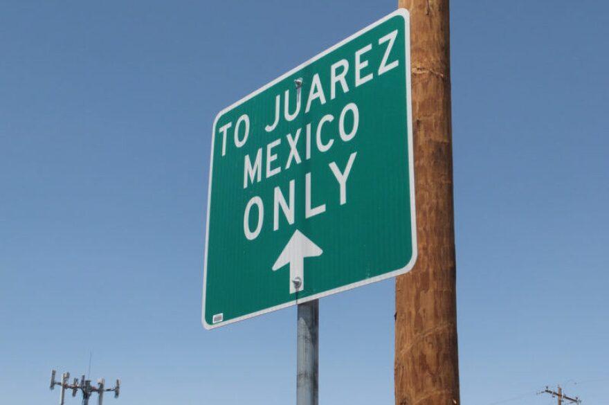 border_sign.jpg
