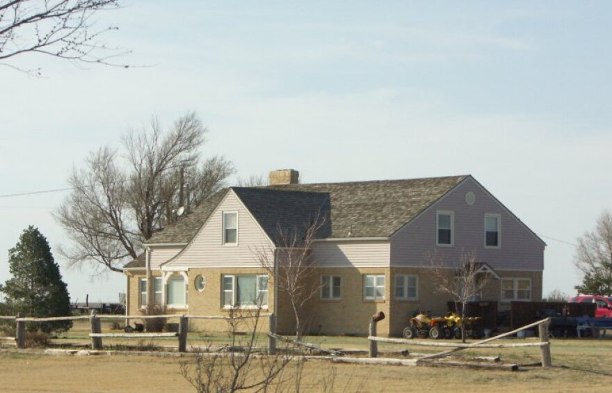 clutter_home_holcomb__ks_march_2009_0.jpg