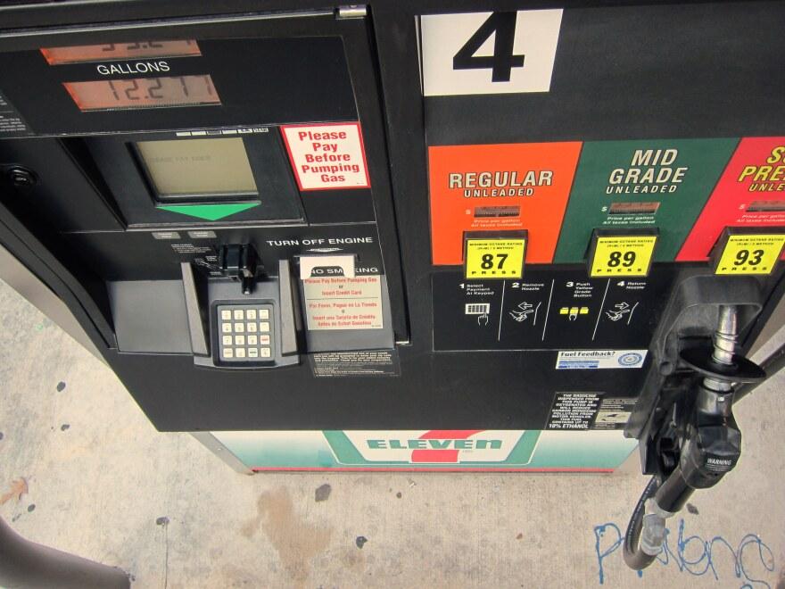 7-11_gas_pump-Nathan_Bernier.jpg