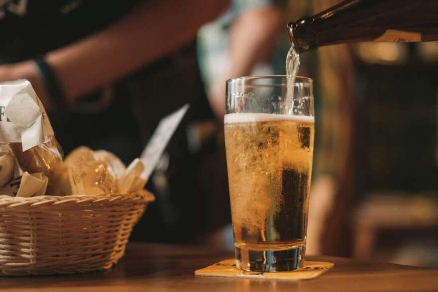 bar-beer-glass-stock-Gerrie-van-der-Walt.jpg