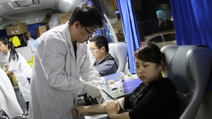 People in the southwestern Chinese city of Kunming lined up 15 deep on Sunday night to donate blood for the more than 140 people who were injured in the mass knife attack at the city's rail station.