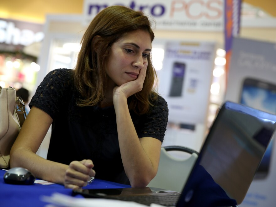 Maritza Martinez worked with an insurance agent at a kiosk in a Miami mall to find the right health insurance plan for 2014.