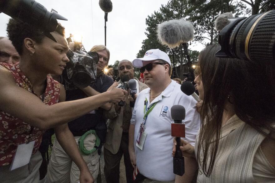 Paul Walter Hauser (center) stars as <em>Richard Jewel</em>l, the hero and FBI suspect of the 1996 Olympic bombing.