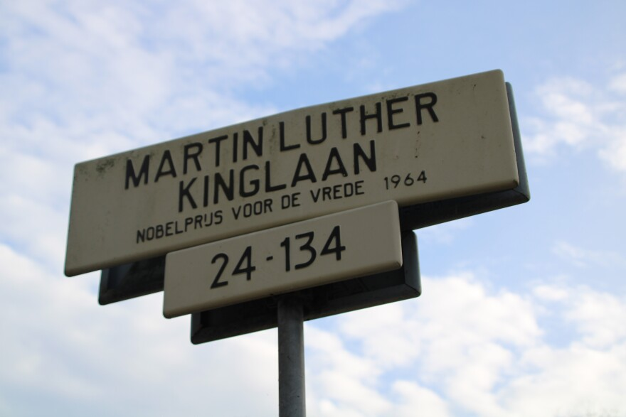 ml_kinglaan_street_sign_mth.jpg