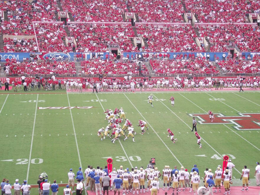 2011_Houston_Cougars_vs_UCLA_Bruins_stadium_view-1.jpg