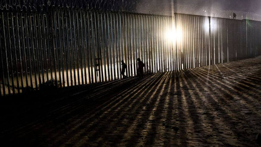 border_fence_from_34_seconds.jpg