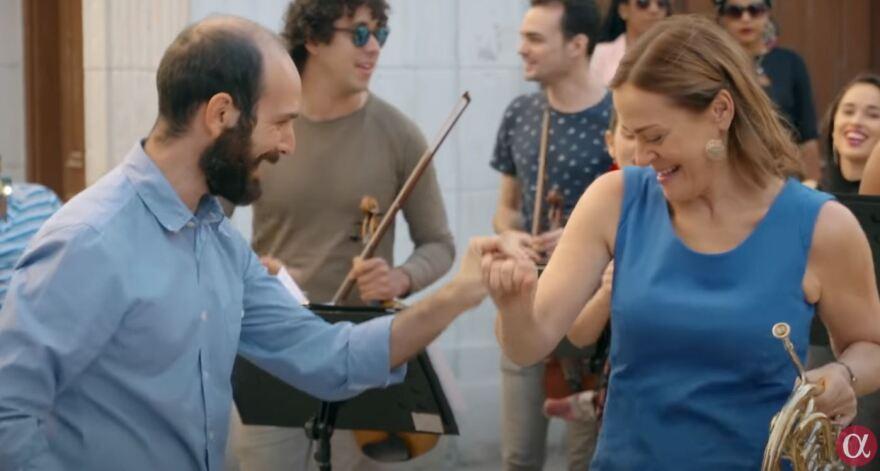 sarah_and_pepe_dancing.jpg