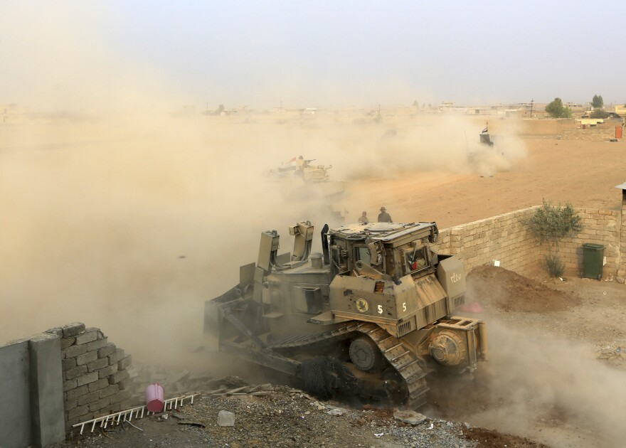 Iraq's elite counterterrorism forces advance toward Islamic State positions Tuesday in the village of Tob Zawa, about 5 miles from Mosul, Iraq.