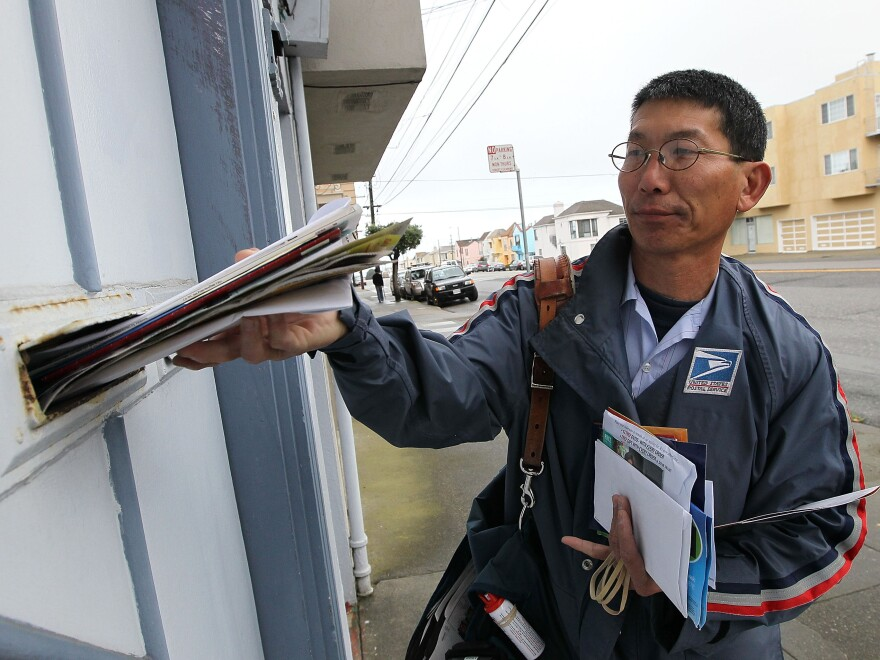 Letter carrier Raymond Hou delivering mail on his route in San Francisco (March 2010 file photo).