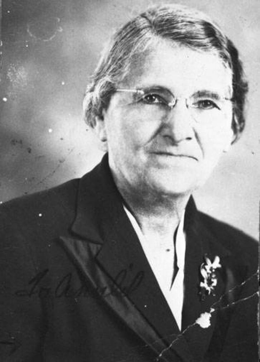 Lillian V. Smith Sutton, Samuel J. Sutton's wife and matriarch of the family. She birthed 12 children, who all went to college and achieved in distinguished careers. The Suttons were prominent figures in the San Antonio community.