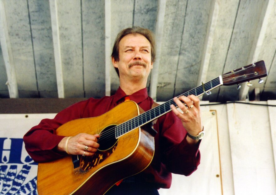 Tony Rice performing in 2000.