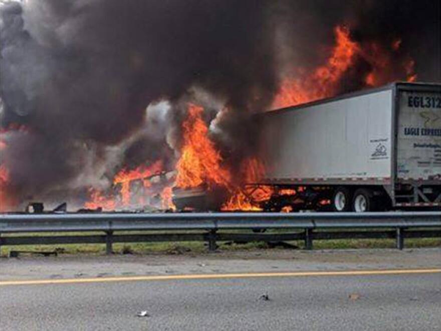i-75_crash2__alachua_county_fire_rescue-facebook_.jpg