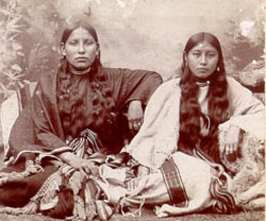 04_native_american_women_1.jpg