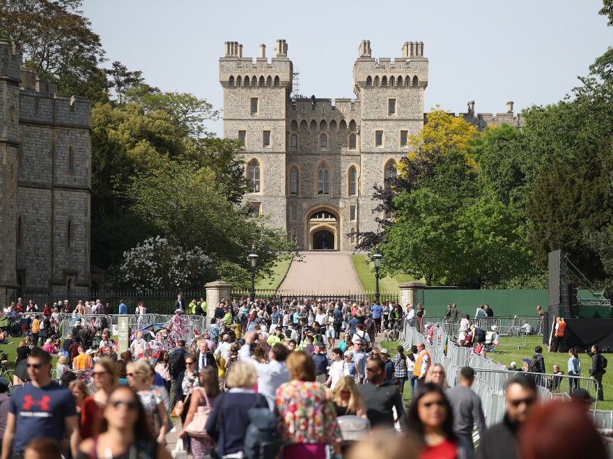 Crowds begin to gather on Friday, ahead of the royal wedding of Prince Harry and Meghan Markle.