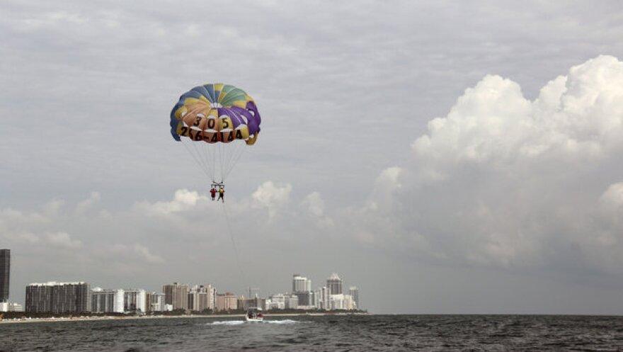 parasailing.jpeg