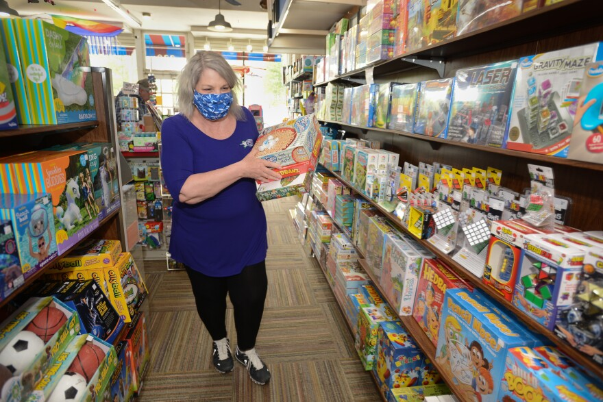 050620_Catherine Hubbard shops at Brookside Toy and Science_by Carlos Moreno.jpg