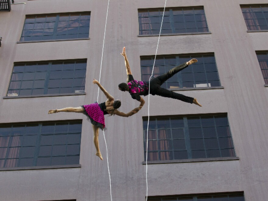 Bandaloop dancers in San Francisco.