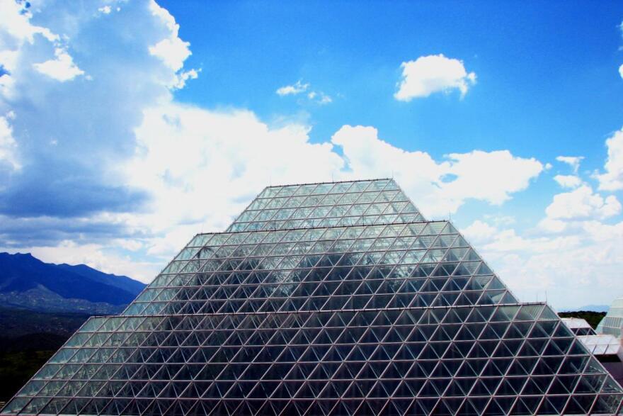 2006-08-20_-_Road_Trip_-_Day_29_-_United_States_-_Arizona_-_Biosphere_2_-_The_Modern_Pyramid_4889562882.jpg