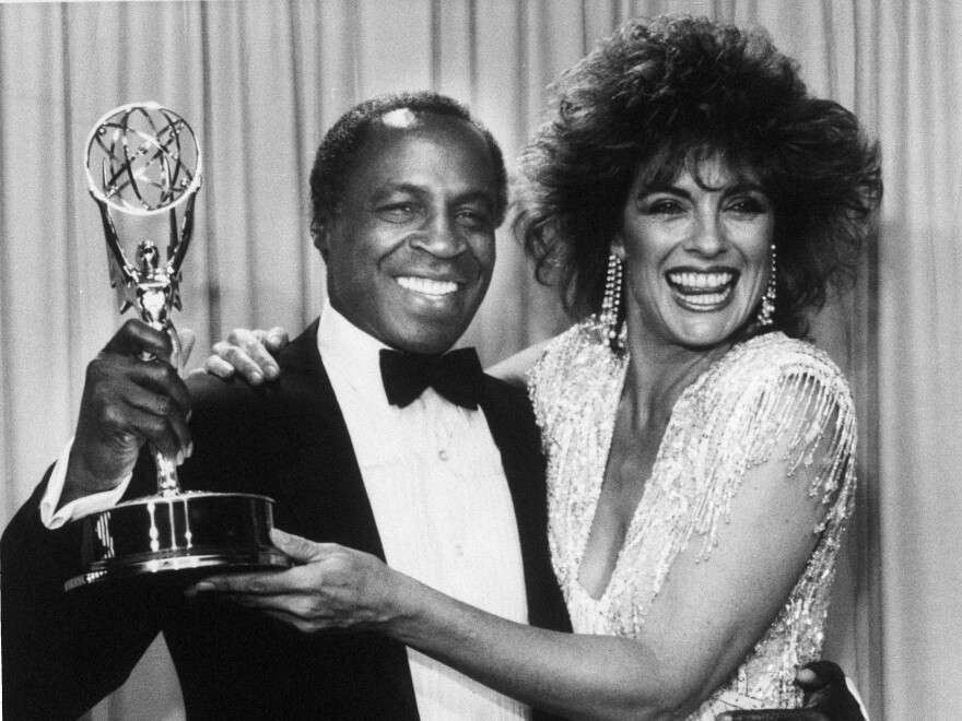 Actor Robert Guillaume, star of <em>Benson,</em> gets a hug from Linda Gray of <em>Dallas,</em> who presented him with the 1985 Emmy for outstanding lead actor in a comedy series, in Pasadena, Calif. Guillaume was the first African-American to win the award.