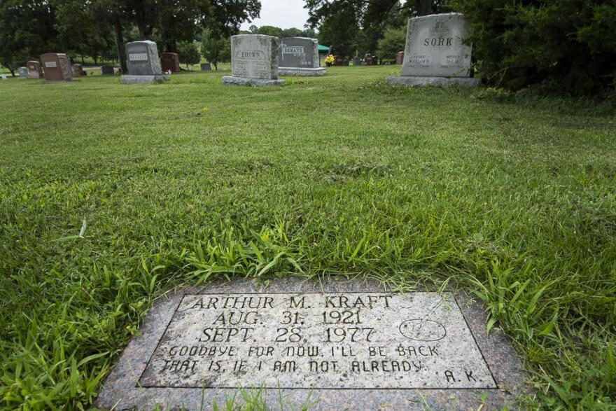 071219_jd_arthur_kraft_s_grave_in_calvary_cemetery.jpg